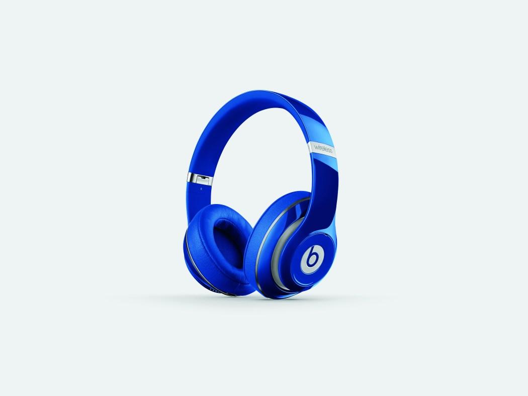 overear-studio-wireless-blue-cmyk-thrqrtright