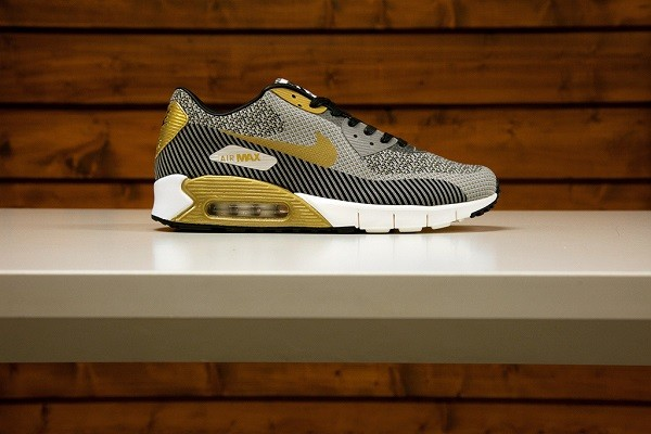 nike-nsw-2014-gold-trophy-pack-6