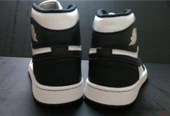 air-jordan-1-retro-high-og-black-white-2