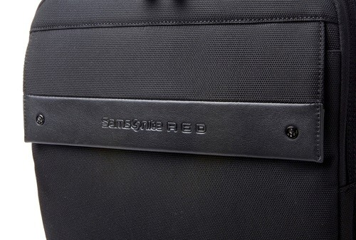 4.2.Samsonite RED_MONDO系列後背包(黑)雙色尼龍搭配皮革設計,顯現細膩質感風!