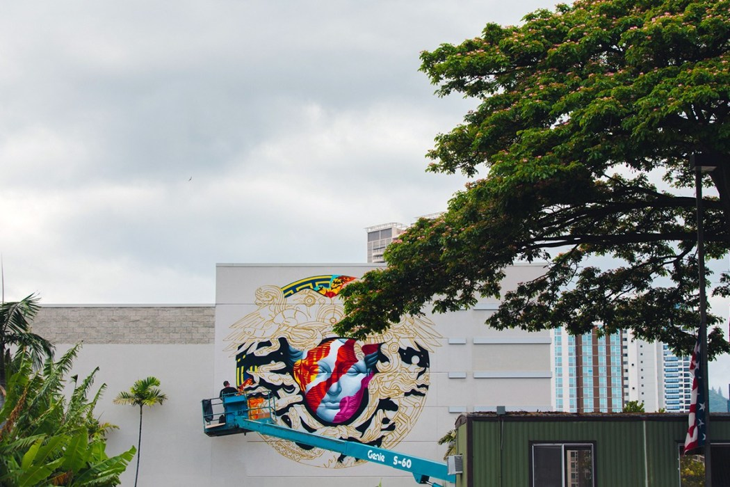 pow-wow-hawaii-x-versace-mural-by-tristan-eaton-13