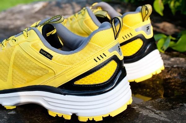 08_FILA MILD TRAIL 輕量越野跑鞋 採亮眼跳色設計 傳遞活力亮采氛圍 定價4,680元