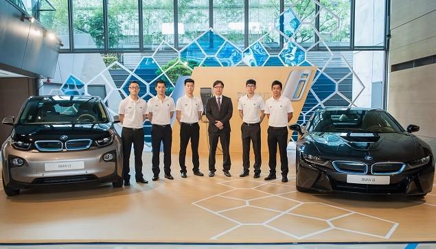 【新聞照片五】BMW總代理汎德股份有限公司 營業部副總吳漢明先生(右三)與BMW Product Genius團隊