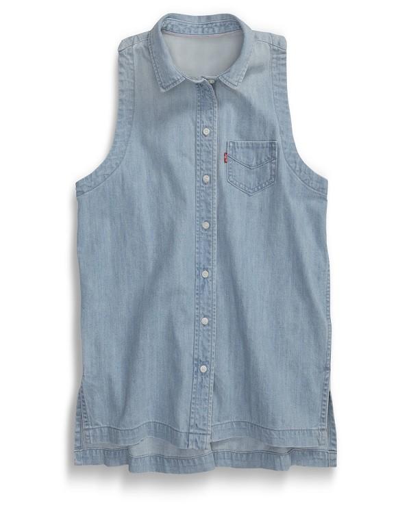 剪裁俐落無袖單寧襯衫自然流露時尚設計感