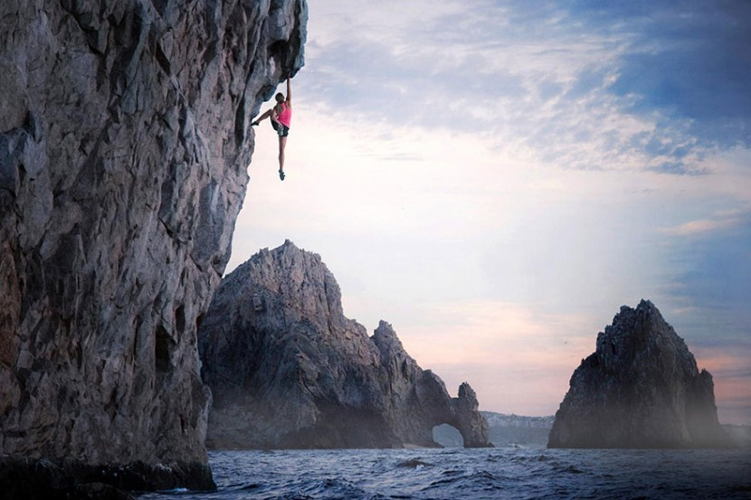 adaymag-30-death-defying-photos-will-make-heart-skip-beat-08-830x553