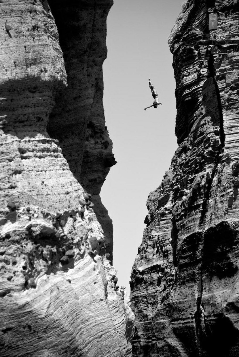 adaymag-30-death-defying-photos-will-make-heart-skip-beat-13-830x1238