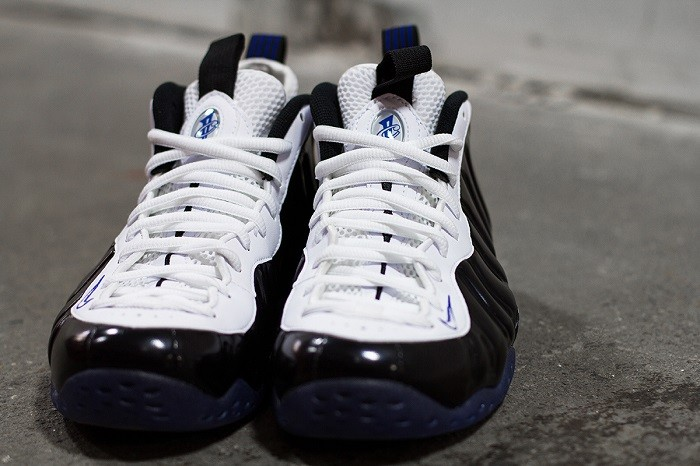 a-closer-look-at-the-nike-air-foamposite-one-black-white-3