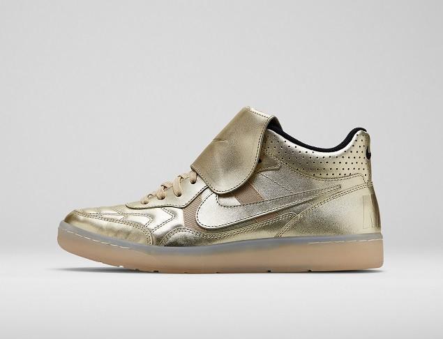 Tiempo'94向Nike 足球的起源致敬。超大號的鞋舌、縫合的鞋面以及大膽的鞋跟品牌標識都是它永恆不變的設計細節
