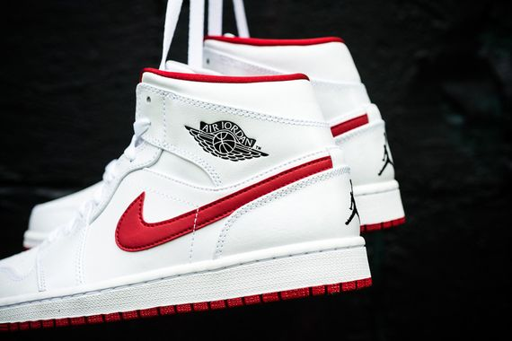 air-jordan-1-mid-white-black-gym-red_02