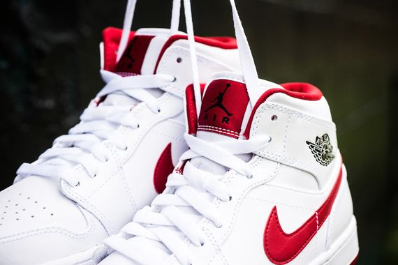 air-jordan-1-mid-white-black-gym-red_04