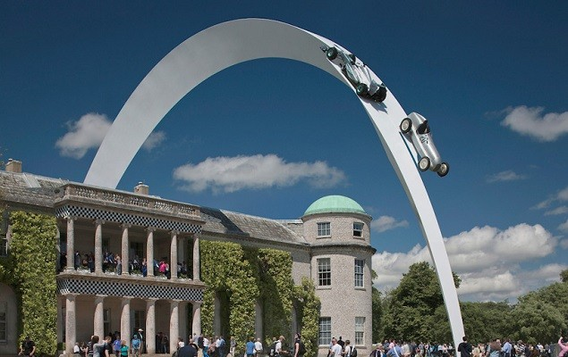goodwood-festival-of-speed-2014-mercedes-benz-sculpture-by-gerry-judah-1