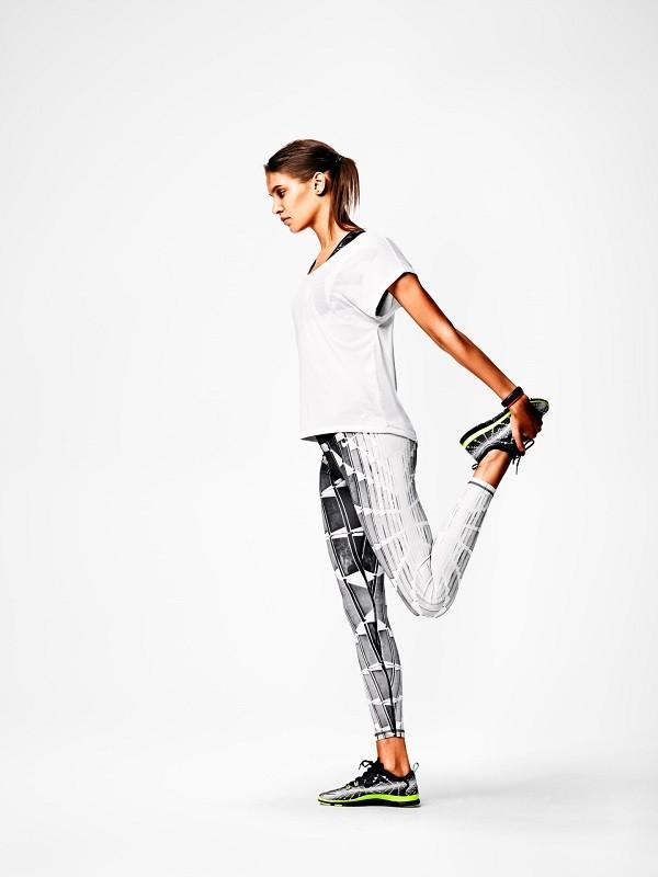 Nike運用數位印染工藝將印刷圖片上的油墨轉印至織物上。該系列緊身褲不僅外觀充滿活力,其性能也不同凡響