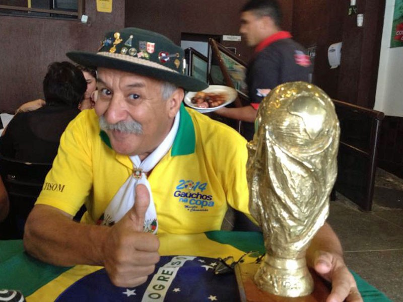 adaymag-this-weeping-brazil-fan-proves-that-losing-well-can-also-make-you-a-champion-03