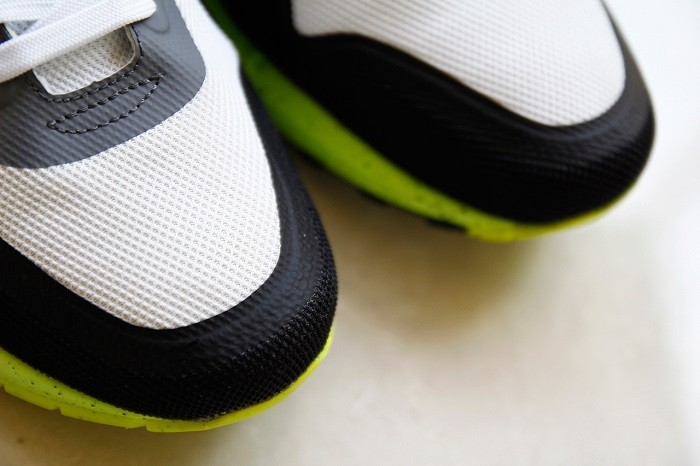 a-closer-look-at-the-nike-air-max-lunar1-black-grey-volt-2