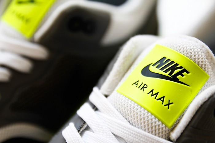 a-closer-look-at-the-nike-air-max-lunar1-black-grey-volt-3