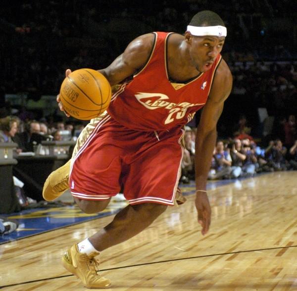 lebron-james-cleveland-cavaliers-2003-13