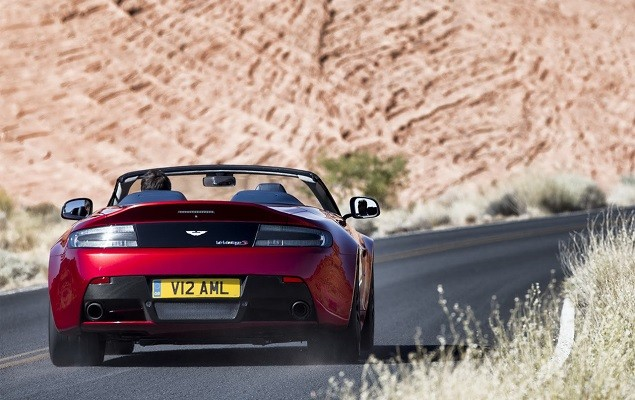 aston-martin-debuts-the-new-vantage-s-v12-roadster-3