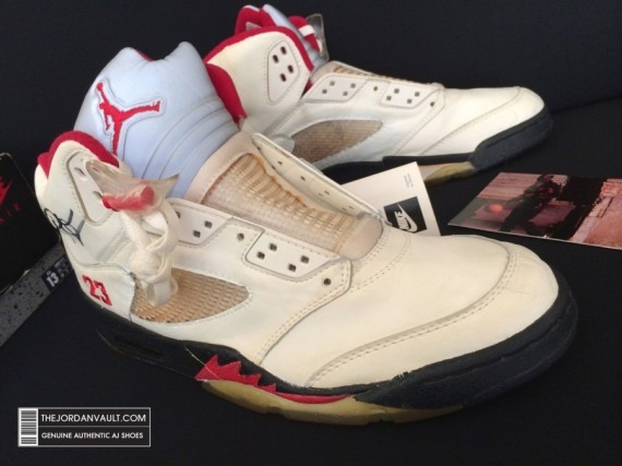 air-jrodan-5-white-fire-red-michael-jordan-original-07-570x427