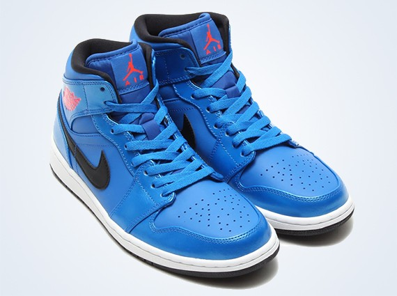 air-jordan-1-mid-sport-blue-0