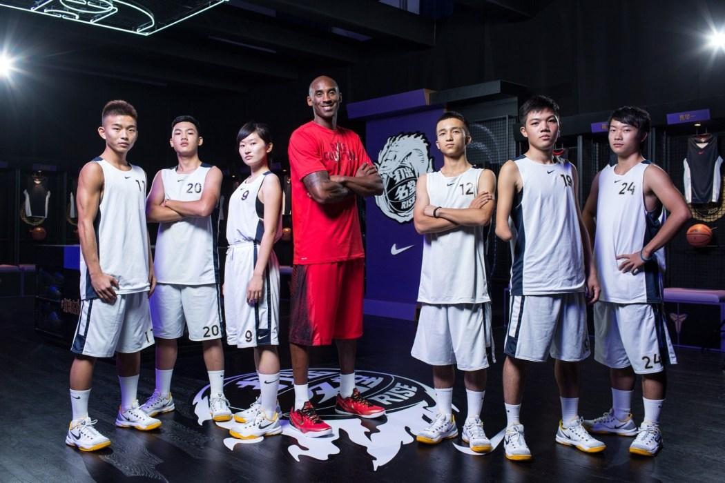"""Kobe Bryant將於7月31日至8月4日在""""黑曼巴""""數位互動球場中為30位晉級球員進行特訓,鼓勵他們打出自己的名堂"""
