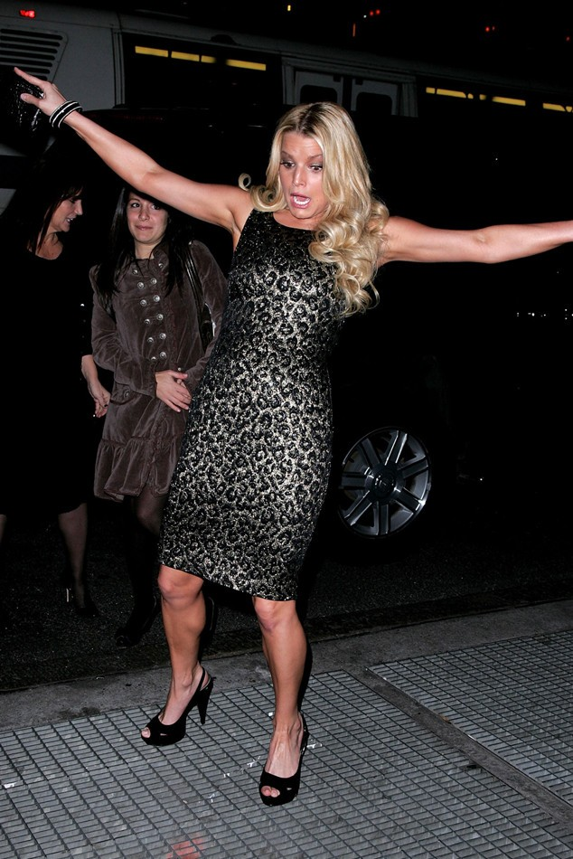 rs_634x950-140804144856-634.jessica-simpson-falling.ls8414