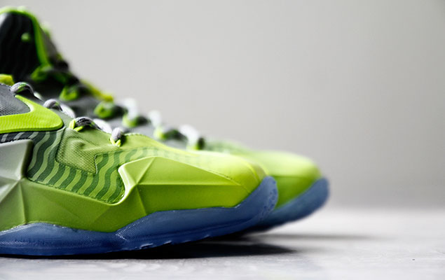 a-closer-look-at-the-nike-lebron-11-metallic-luster-ice-volt-4