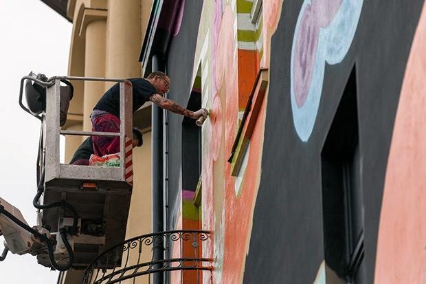 ben-eine-paints-mural-in-berlin-for-project-m-06-06