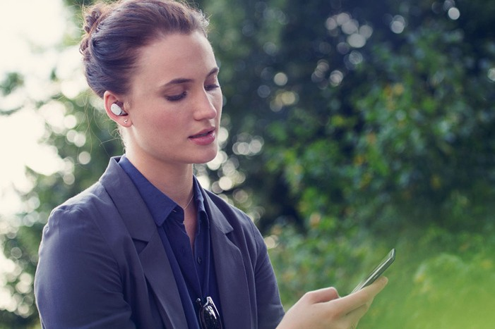 motorola-moto-hint-voice-controlled-earbuds-2
