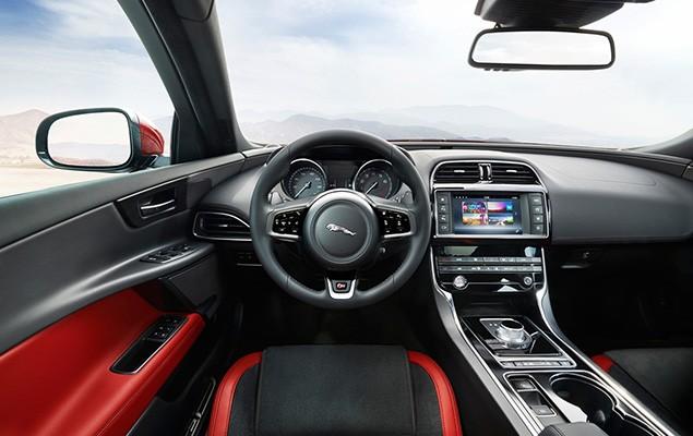 2016-jaguar-xe-41