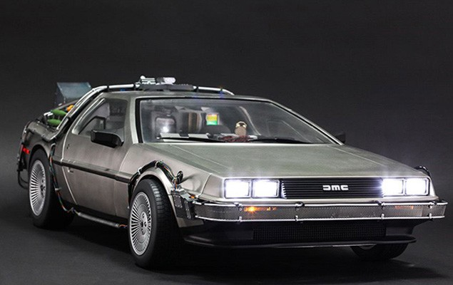 hot-toys-delorean-collectible-toy-2