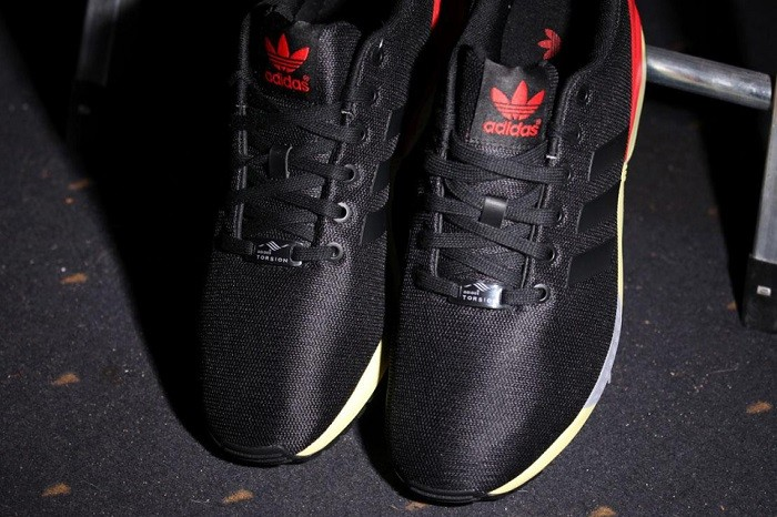 adidas-originals-zx-flux-core-blackred-03-960x640