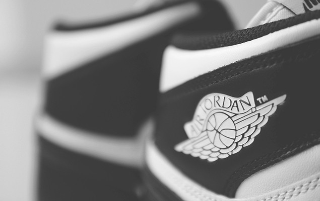 air-jordan-1-retro-high-og-black-white-16