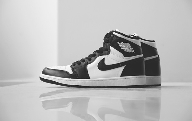 air-jordan-1-retro-high-og-black-white-11
