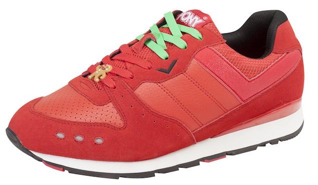 以聖誕玫瑰紅及枴杖糖綠的雙色鞋帶交錯於鞋舌面,輔以俏皮的薑餅人在鞋帶的軌跡上奔跑,繽紛又歡樂地迎接聖誕節的來臨。