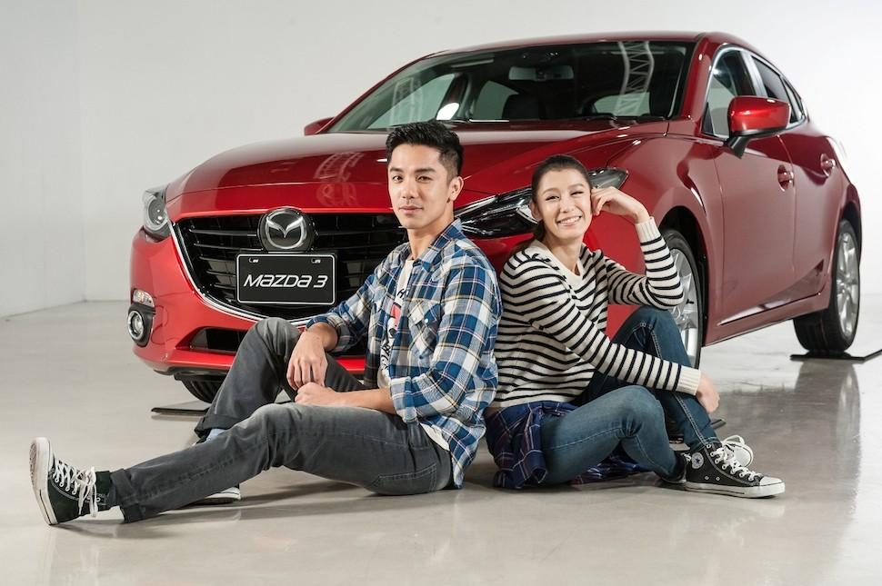 MAZDA今年最受注目的車款All-New Mazda3所代表年輕運動化的前衛跑格氣息,與LEVI'S年輕、大膽的品牌精神與充滿潮味設計的服裝相互契合。(圖中車款為右駕版)