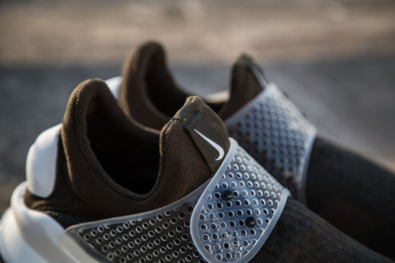 a-first-look-at-the-fragment-design-x-nike-sock-dart-41