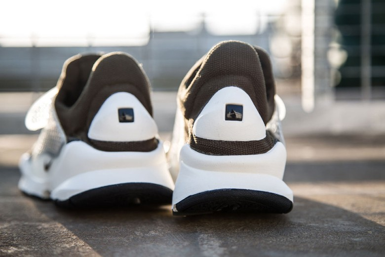 a-first-look-at-the-fragment-design-x-nike-sock-dart-21