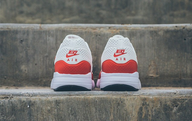 nike-air-max-1-ultra-moire-white-challenge-red-4