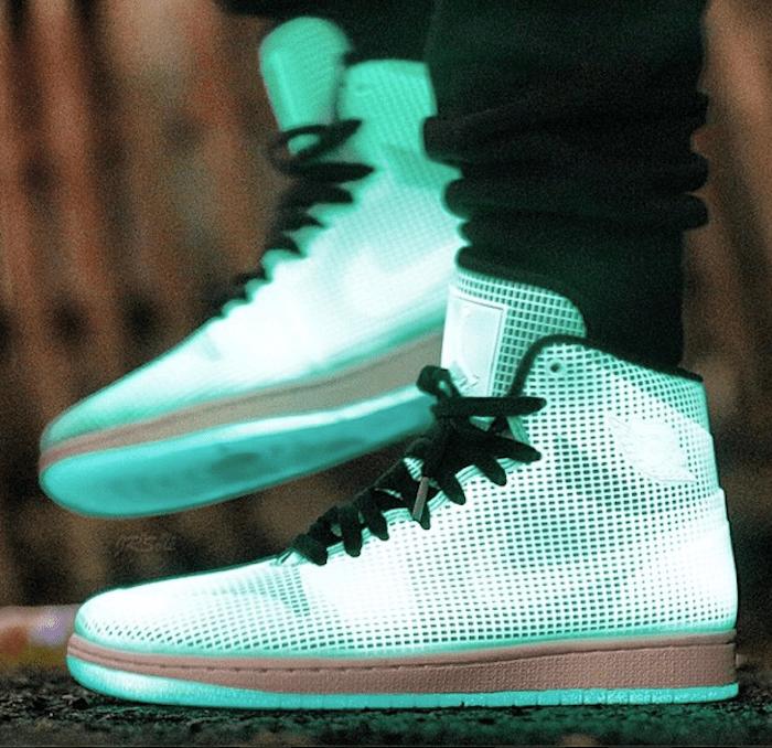 on-feet-photos-air-jordan-4lab1-glow-2