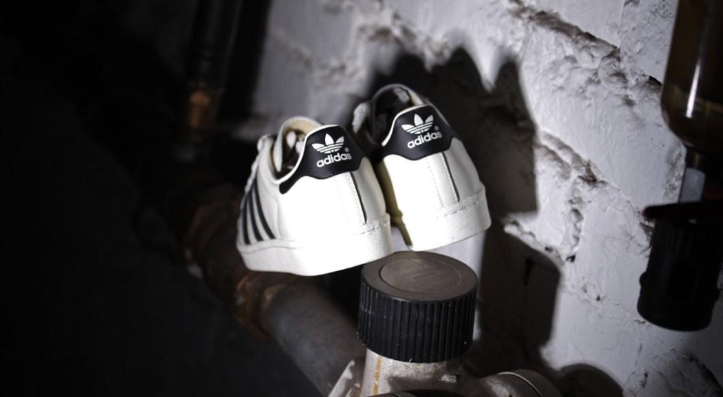 afew-store-sneaker-adidas-superstar-80s-dlx-vintage-white-s15-st-coreblack-offwhite-17