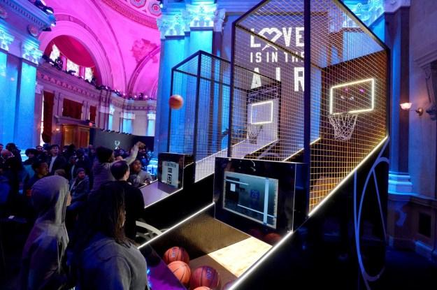 Nike Inside Access Studio Panel場內設有問答遊戲及投籃遊戲的裝置 (2)
