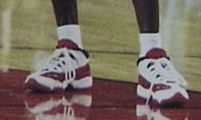 "Air Jordan 11 IE ""White/Red""1996年"