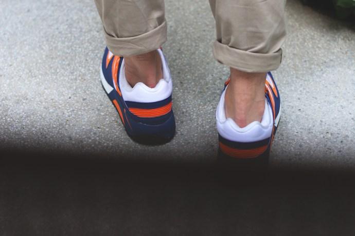 鞋跟後方的條狀式排列設計具有豐富未來感。