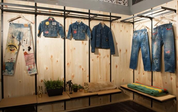 大坪先生於B1 Tailor shop內展示從日本帶來部分私人珍貴LEVI'S丹寧古著收藏