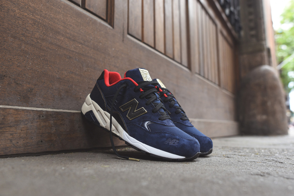 new-balance-mrt580-limited-edition-navy-red-gold-1