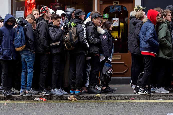 palace-skateboards-spring-summer-2016-street-style-london-1
