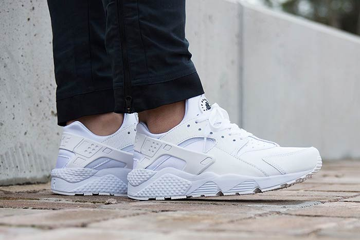 NIKE-AIR-HUARACHE-TRIPLE-WHITE-feature