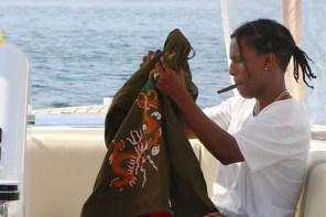 名人穿搭 / 白 T 牛仔褲球鞋總是對,ASAP Rocky 穿上 Gucci 加上 AJ1!