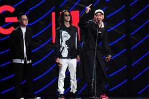 陳星翰台上嗆「Fuck 亞泥」已經夠屌,腳下的「重磅聯名」更是台灣第一著用?!