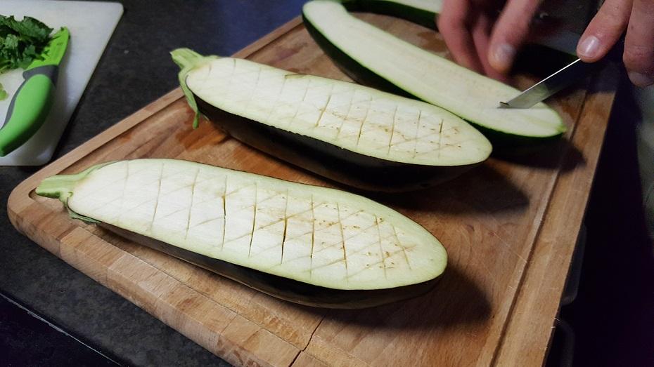 aubergine snijden